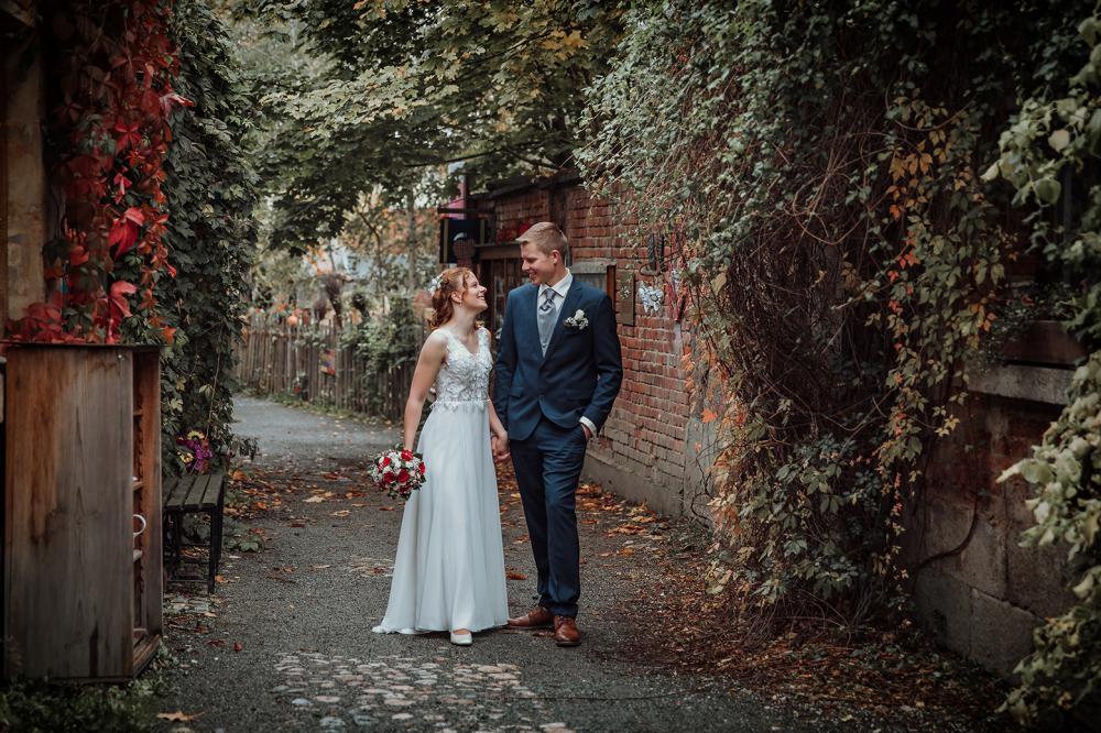 schöne Hochzeitsfotos Plauen Weberhäuser natürliche Brautpaarfotos