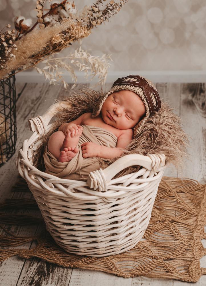 Neugeborenes mit Fliegermütze